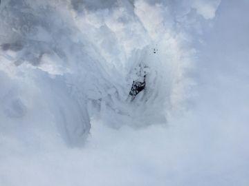 雪の中で収穫が大変 (4)